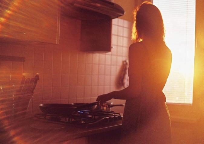 zena_kuchyna_slnko