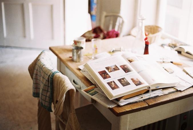 kniha_na_stole