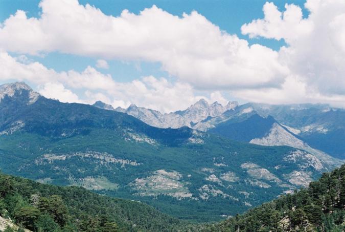 korzicke_hory_oblaky