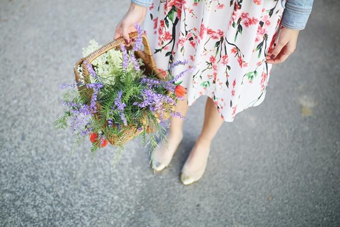 lucne-kvety-v-kosiku