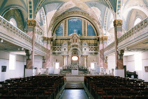 vnutro-synagogy-v-mikulasi